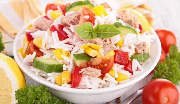 La ensalada de arroz es la más común en las nocehs de verano