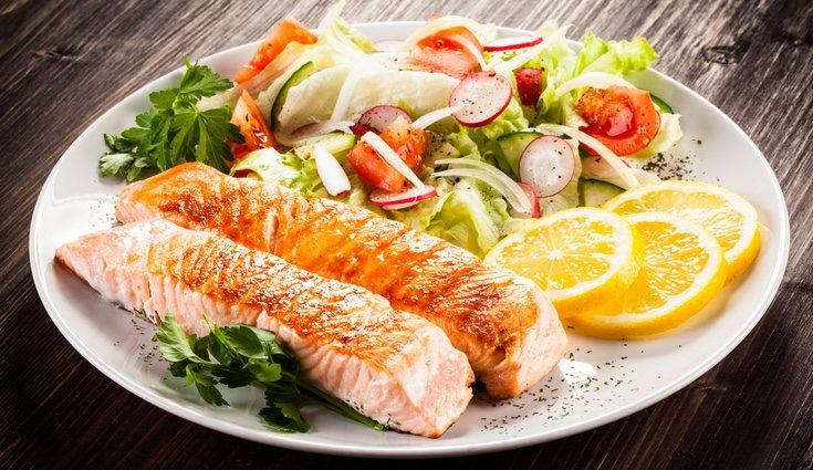 En esta ensalada puedes usar cualquier tipo de pescado