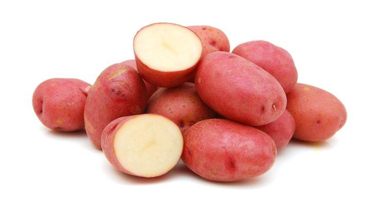 La patata roja tiene una textura más harinosa que el resto