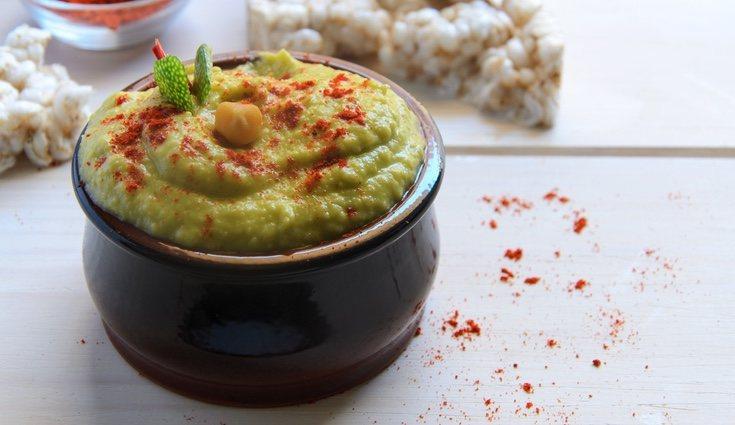 El hummus de aguacate es una receta fácil y deliciosa