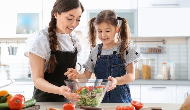 Se recomienda triturar la verdura y hacer un puré para los más peques