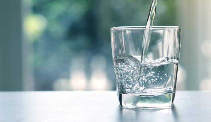 Se recomienda beber entre 1,5 o 2 litros de agua al día