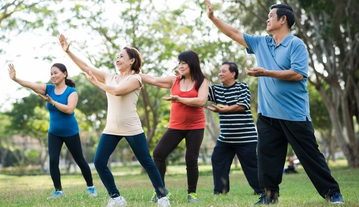 El taichí se puede practicar en grupo, por lo que lo hace más entretenido que otros deportes