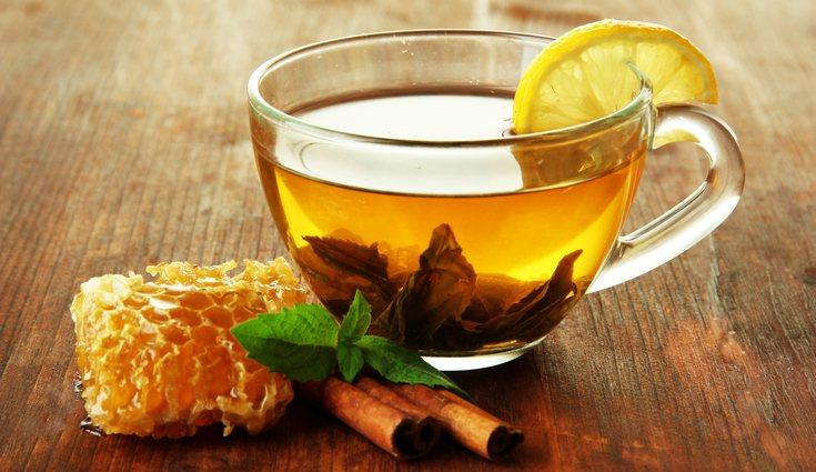 El té de limón y canela ayuda a quemar grasa