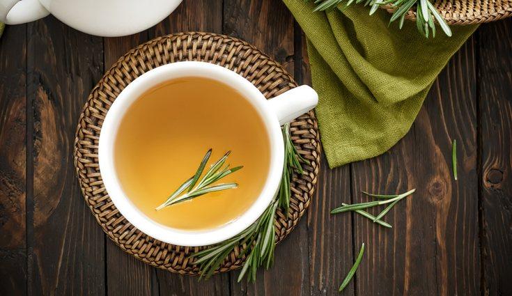 El té de romero se puede hacer con el propio romero que se tenga en casa
