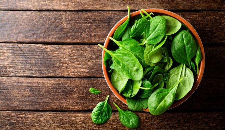 Las espinacas contienen vitaminas, minerales y fibras