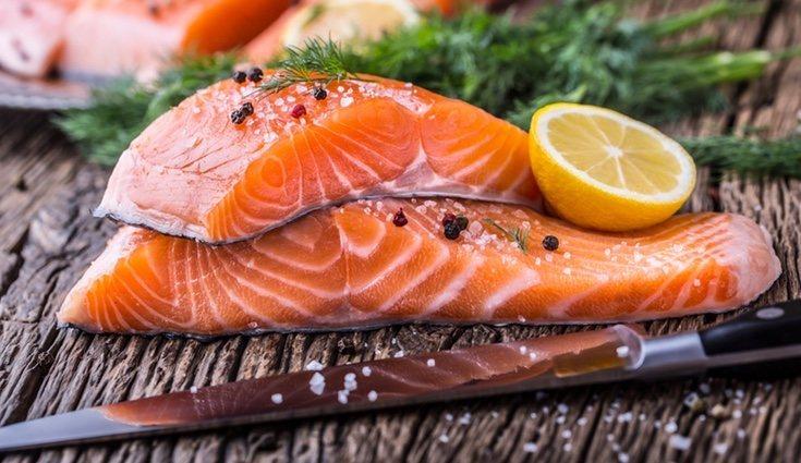Entre las grasas buenas se encuentra el salmón