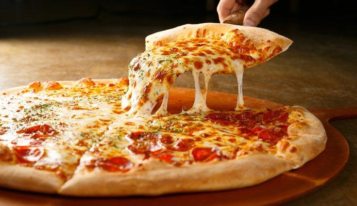 Es recomendable evitar las pizzas precocinadas y tomar las caseras