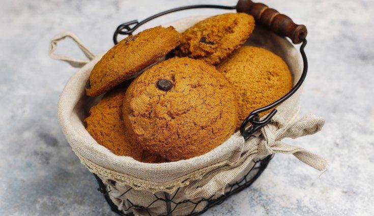 Las galletas de manzana, avena y chocolate son bajas en grasa