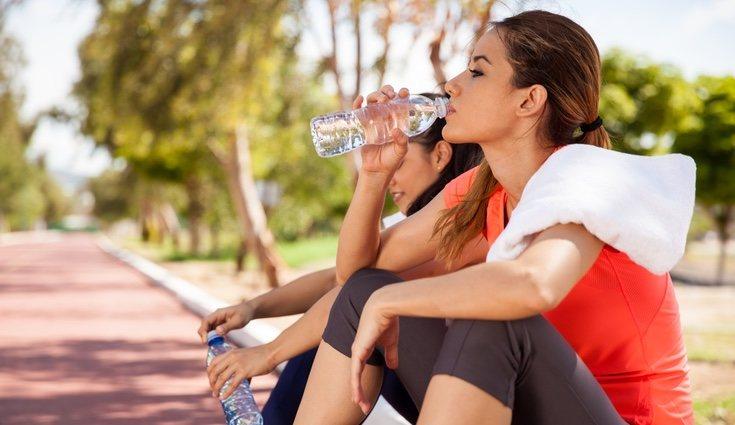 Realizar deporte elimina líquidos acumulados y libera endorfinas